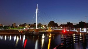 Swing bridge Rijswijk, bridge design by ipv Delft, side view by night