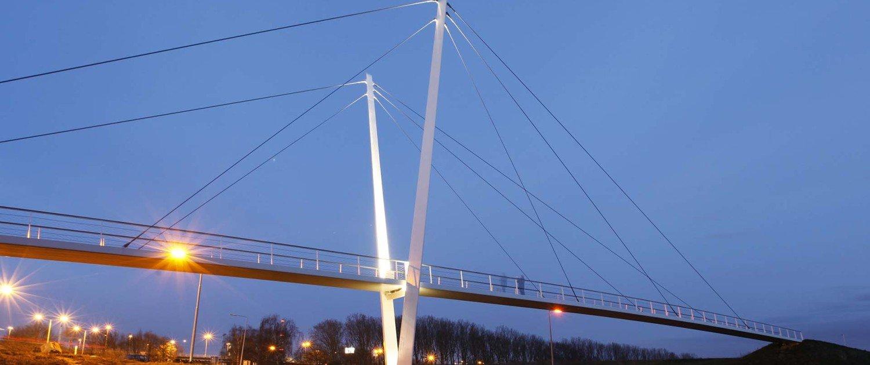 footbridge Stein Hedekamp, pyloonbridge with v shaped pilars, design by ipv Delft