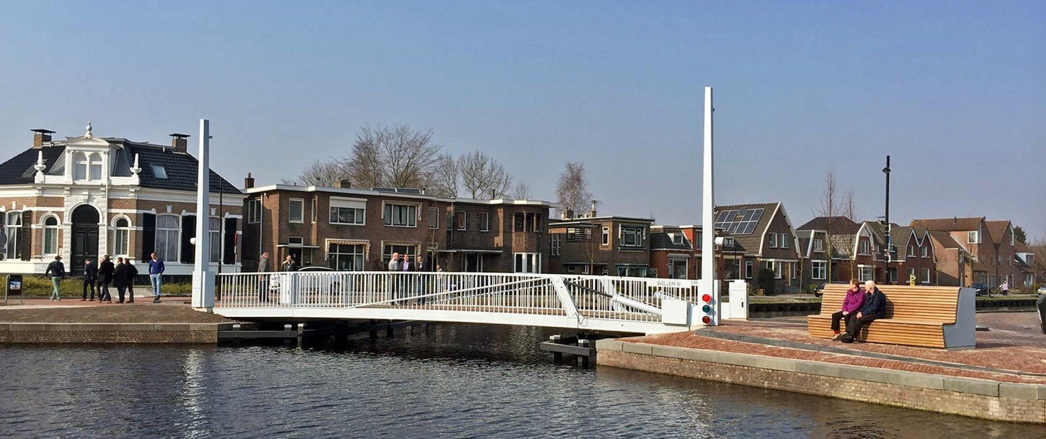 white painted movable bridge, bridge design by ipv Delft