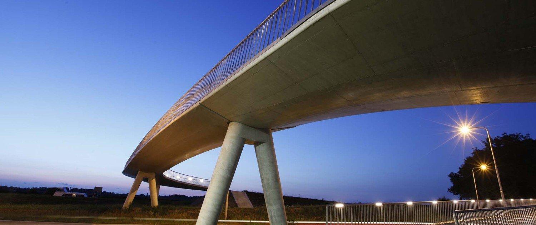 Heerhugowaard bicycle bridge, lower view by night, bridge design by ipv Delft