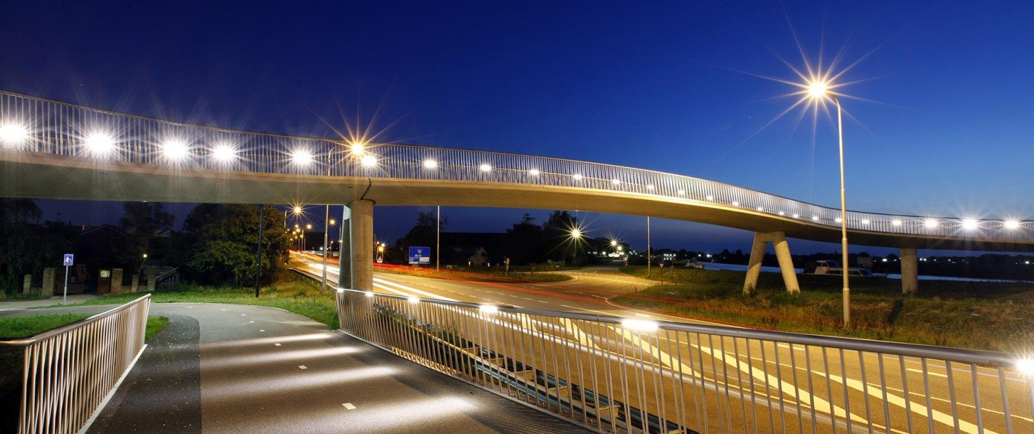 wavy designed traffic bridge Heerhugowaard Stationsweg, bridge design by ipv Delft
