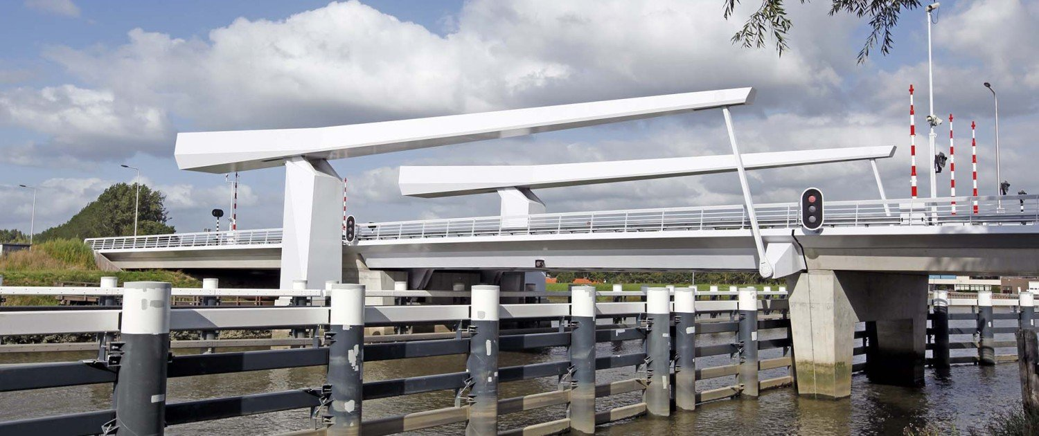 drawbridge Gouda, side view, bridge design by ipv Delft, white painted