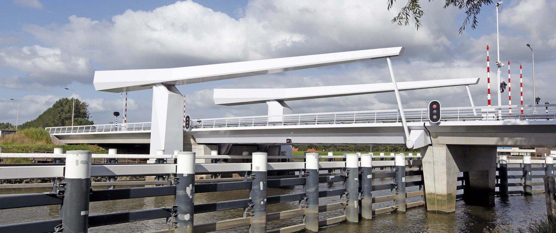 drawbridge Gouda, side view, bridge design by ipv Delft, white painted