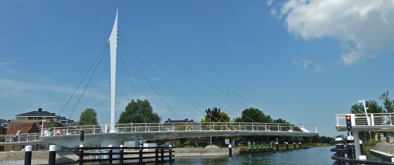turning bridge, bridge design by ipv Delft. bycicle bridge Rijswijk