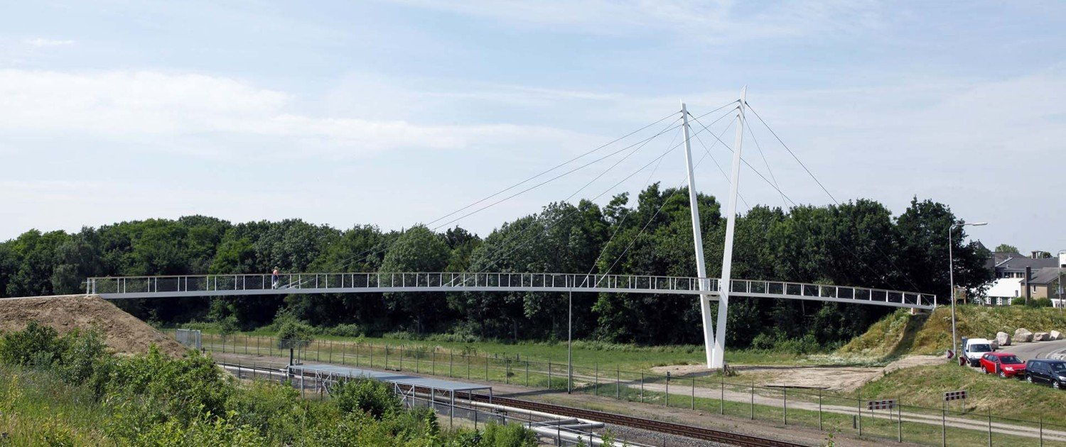 Stein bridge heidekamppark, bridge design by ipv Delft, beautiful slim design, safe traffic bridge