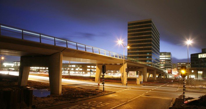 concrete bus bridge Almere, design by ipv Delft, side view