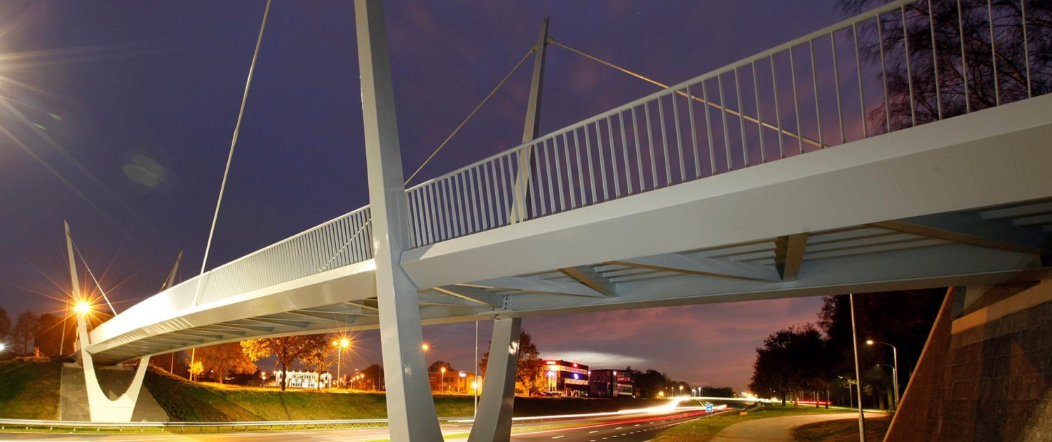 parabolic bridge Ovonde rondweg Emmen, white painted traffic bridge, bridge design by ipv Delft