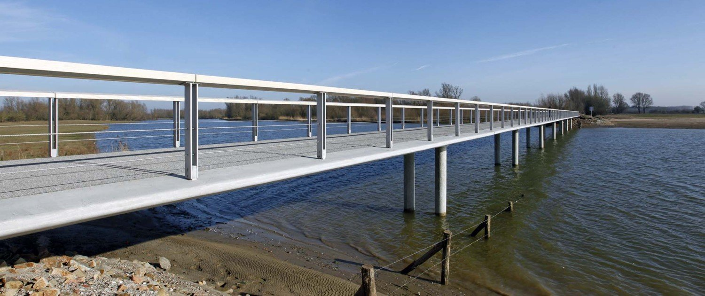 slim, modern, floodable bridge design, Fortmond Olst, bridge design by ipv Delft