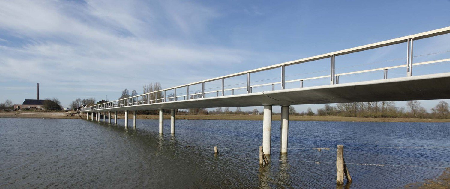 Fortmond Olst, floodable bridge above the water, simple, modern design by ipv Delft
