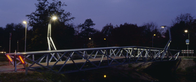 bridges Halvezolenpark, steel, view by night, design by ipv Delft
