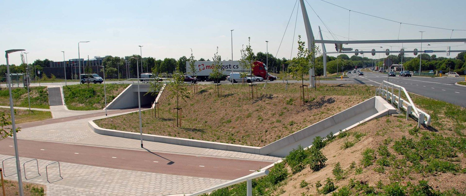 crossing Poort Neerbosch with cycle path integrated, design of crossing by ipv Delft