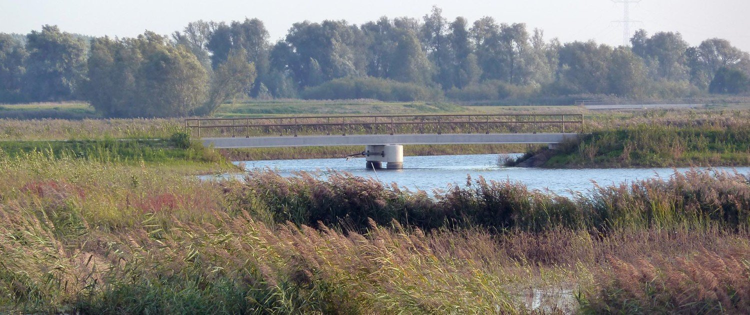 Noordwaard traffic bridge, member of bridge family Noordwaard, bridge integrated into landscape, design by ipv Delf