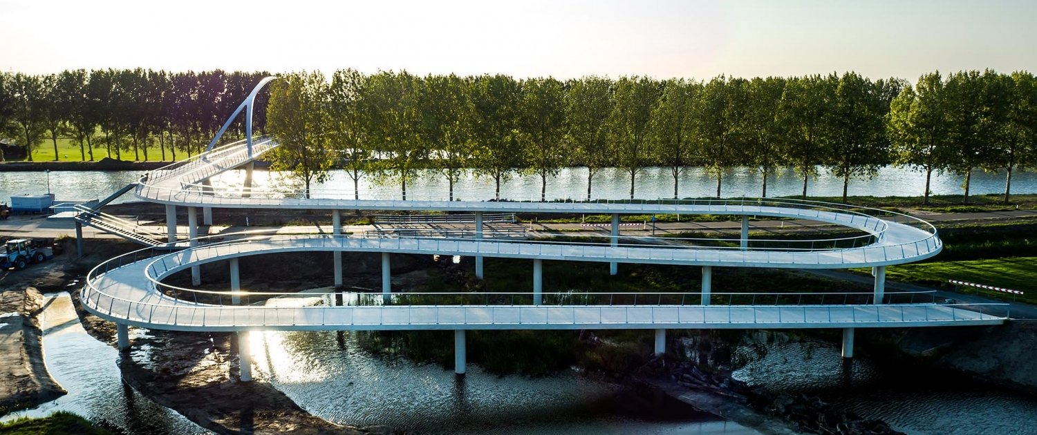 Nigtevecht bicycle bridge in situ concrete long slopes