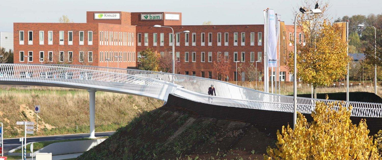 meandering-bicycle-bridge-Beek-ipvDelft