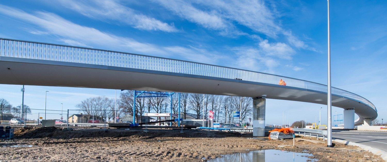 long span concrete bicycle bridge Onderbanken
