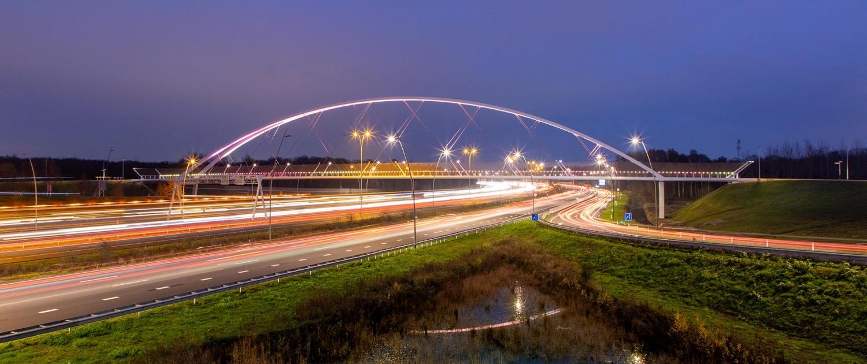 EHN.20_927_nighttime-image-Tegenbosch-bicycle-bridge-ipvdelft